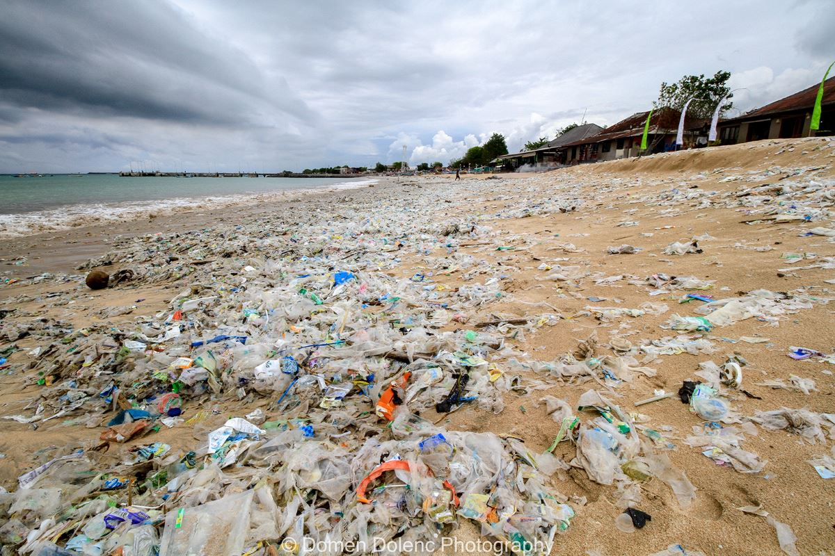 Onesnaženje plaže okoljevarstvo Domen Dolenc