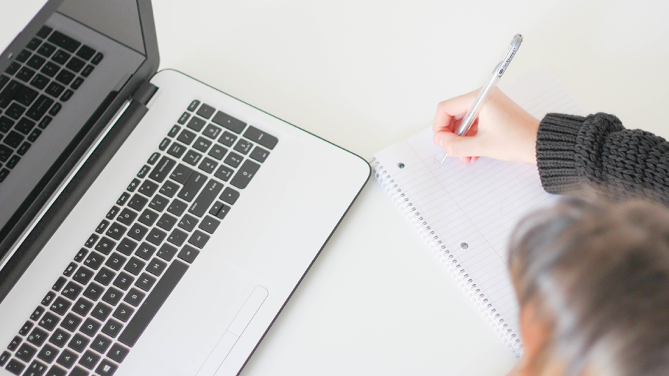 Seznam uporabnih virov za kreativne podjetnike - knjige, podcasti, tečaji, ...
